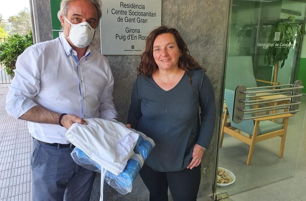 Carles Ribas entrega material sanitari