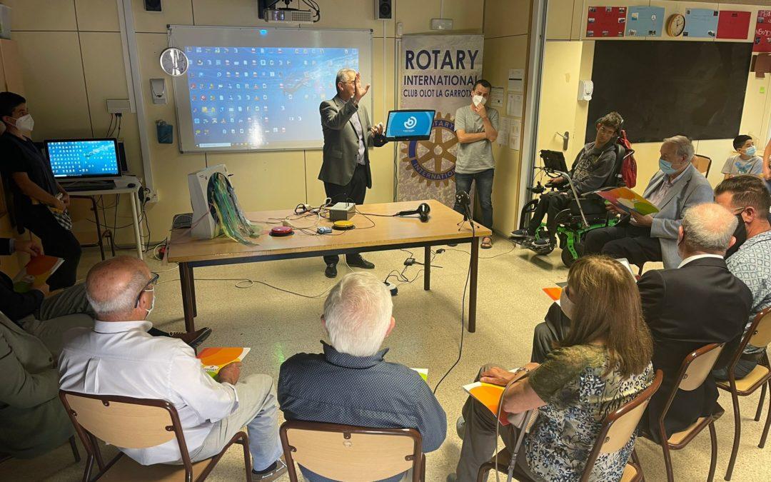 El Rotary Club Olot – la Garrotxa fa una donació a Integra per millorar les tecnologies de l'escola Joan XXIII